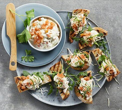 Kremowe kanapeczki z wędzonym łososiem