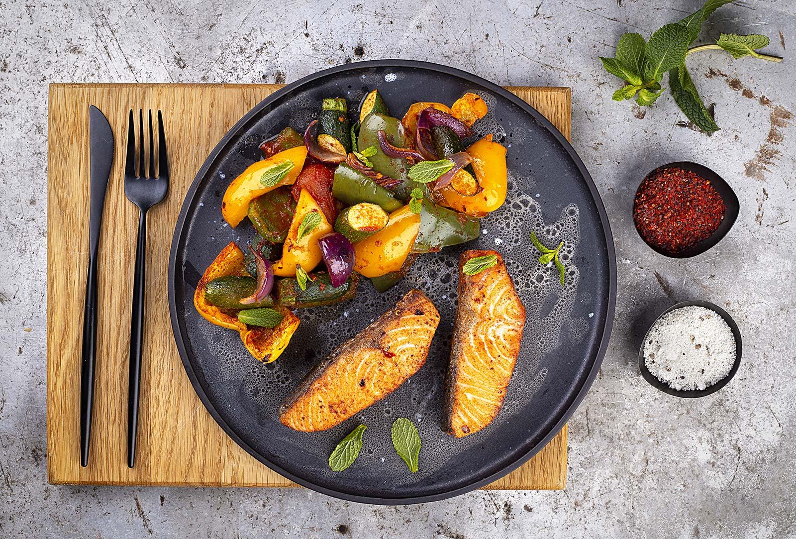 Zapiekanka z warzywami i łososiem